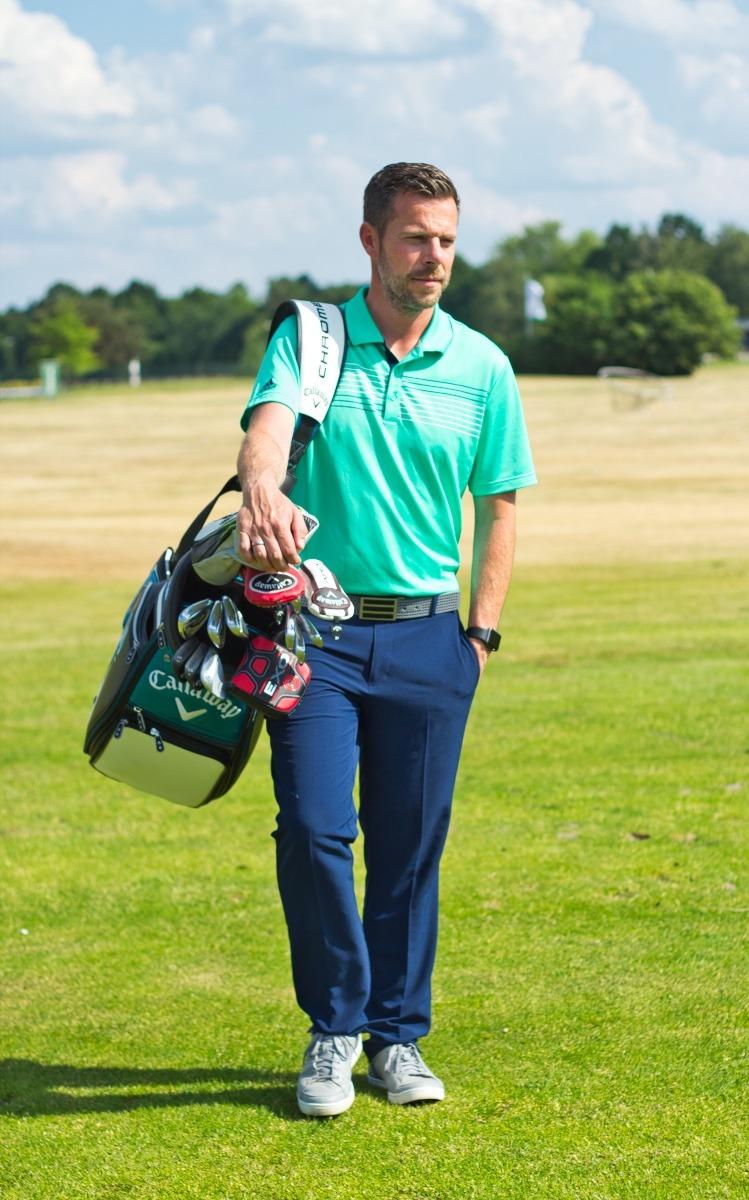 Marcus Bruns mit Golfbag